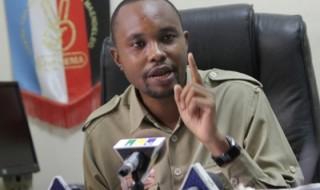 Mkurugenzi wa Habari na Uenezi wa Chadema, John Mnyika akisisitiza jambo wakati wa mkutano na waandishi wa habari.