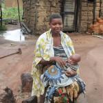 Mwajuma Mohamed, mkazi wa Ushirombo wilaya ya Bukombe (15) akiwa amempakata mtoto wake wa miezi 7.