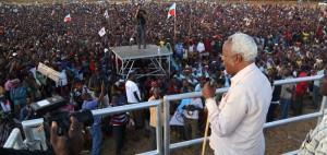 Lowassa akihutubia