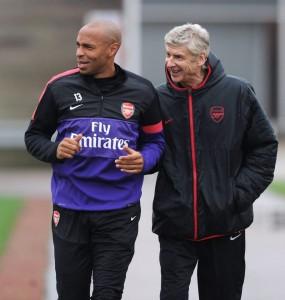 Thierry Henry akiwa na Arsene Wenger
