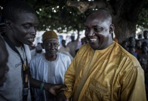Rais Mteule Adama Barrow akifurahia na wafuasi wake.