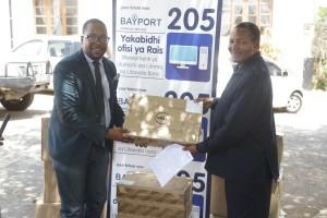 Meneja masoko na Mawasiliano wa Bayport, Ngulu Cheyo (kushoto), akimkabidhi Kompyuta Mkuu wa Mkoa wa Morogoro, Dk. Stephen Kebwe.