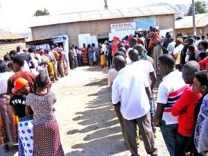 Wananchi wakiwa katika foleni ya kupiga kura